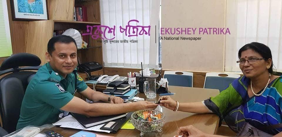 চট্টগ্রামে পুলিশভীতি দূর করতে সিএমপি'র অভিনব  'চকলেট উদ্যোগ'  !